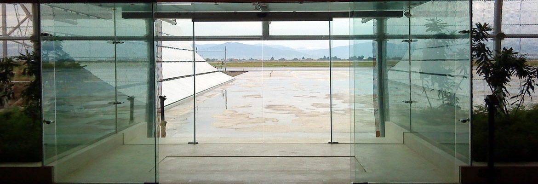 Aluminio y vidrio piramide ventanas de aluminio puertas - Puerta de aluminio con cristal ...
